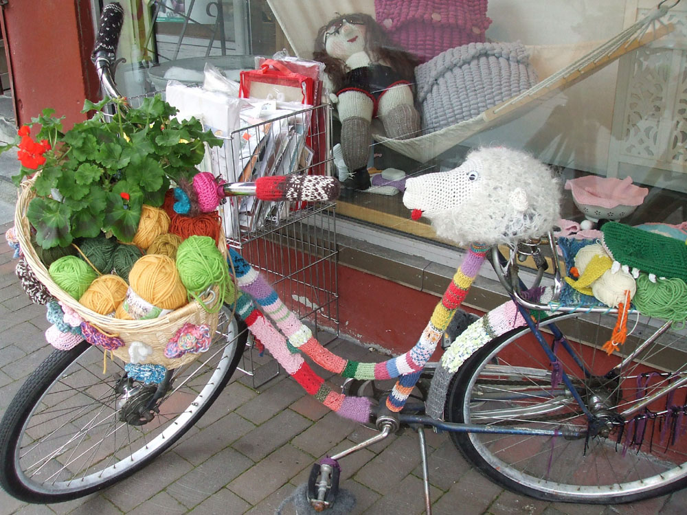 A wonderful knitted bike